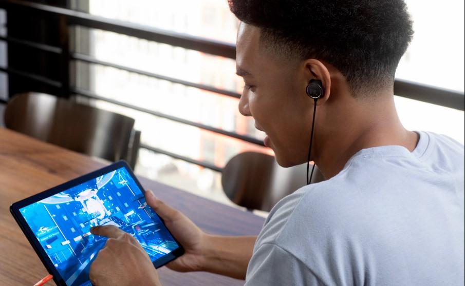 Quantum 50, Ενσύρματα ακουστικά με ενσύρματα παιχνίδια